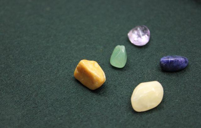 えこひいきの石:コトバを紡ぐ、コトバでつながる「わたしが見つけた内側の世界」